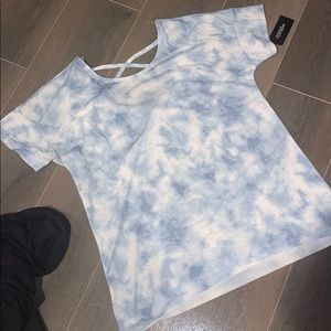NWT SHORT SLEEVE IN L